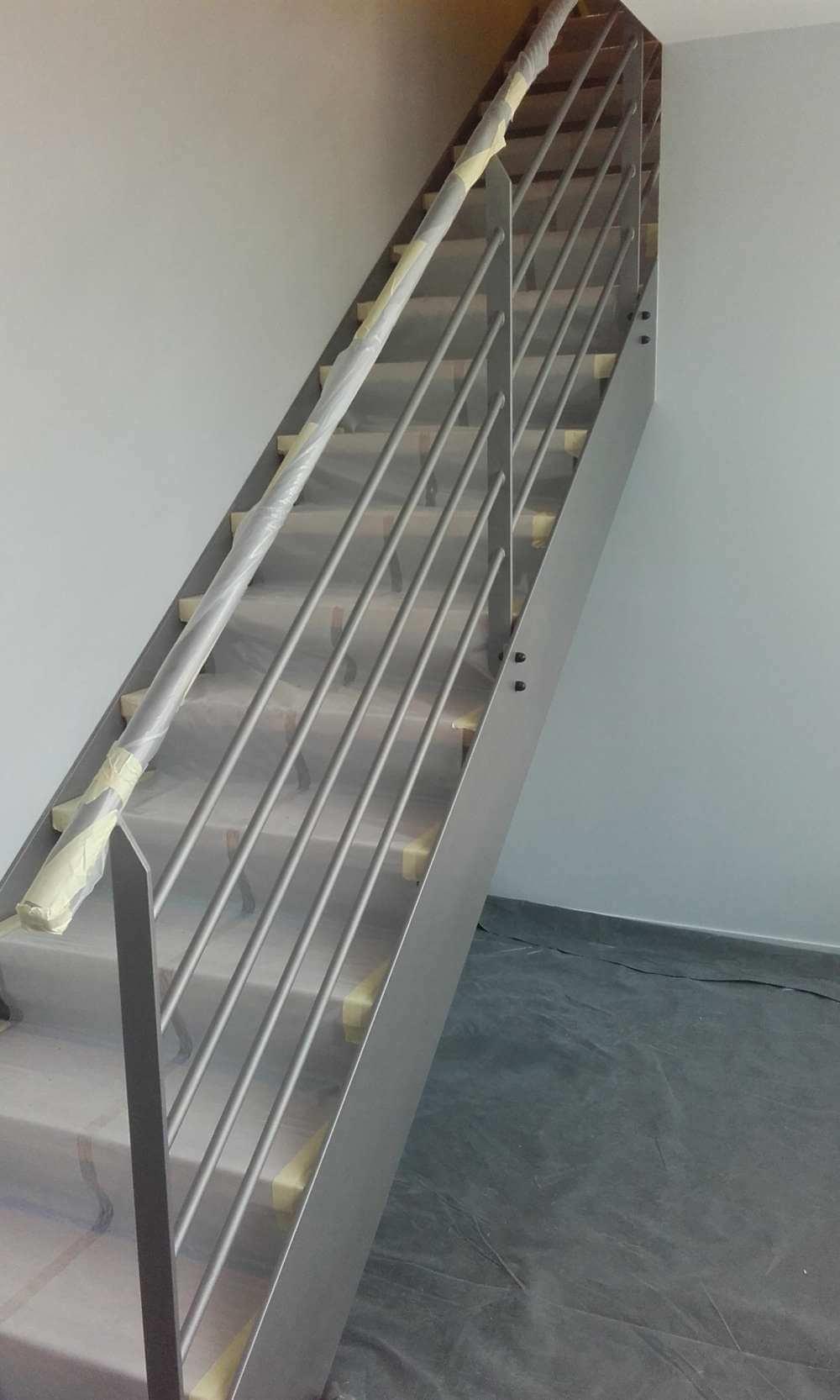 Escalier métallique repeint à neuf