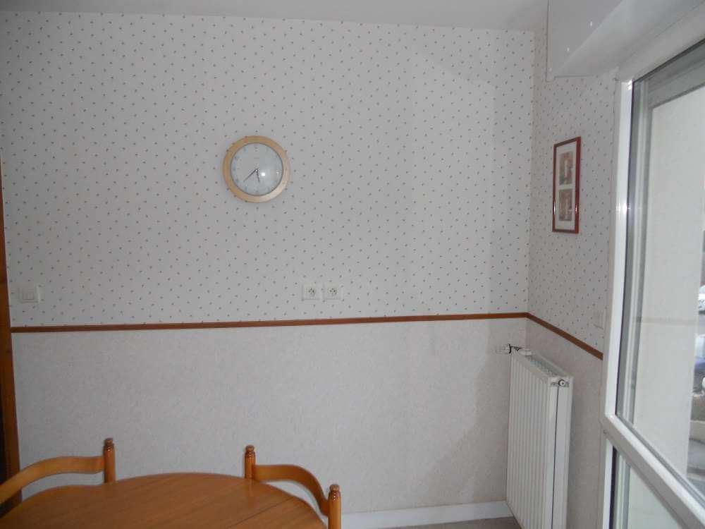 Papier-peint posé dans une cuisine
