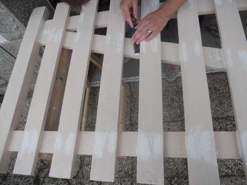 Ravalement d'un porche en bois de pavillon