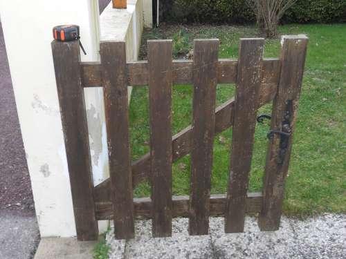 Ravalement d'un portail en bois de pavillon
