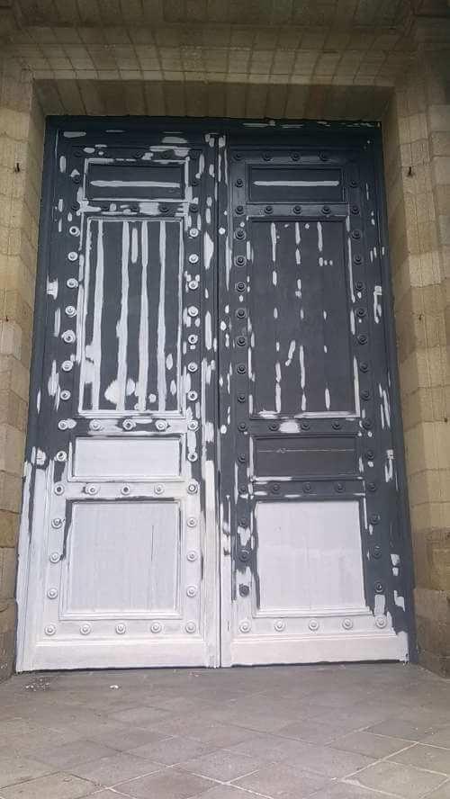 Réfection de la porte d'entrée de la cathédrale de Rennes