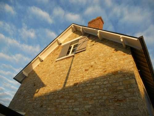 Remise en état d'un pignon d'une maison dans le quartier Jeanne d'Arc