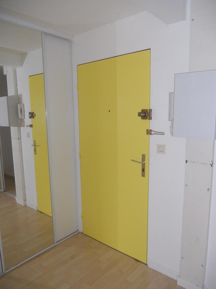 <p>porte peinte</p>