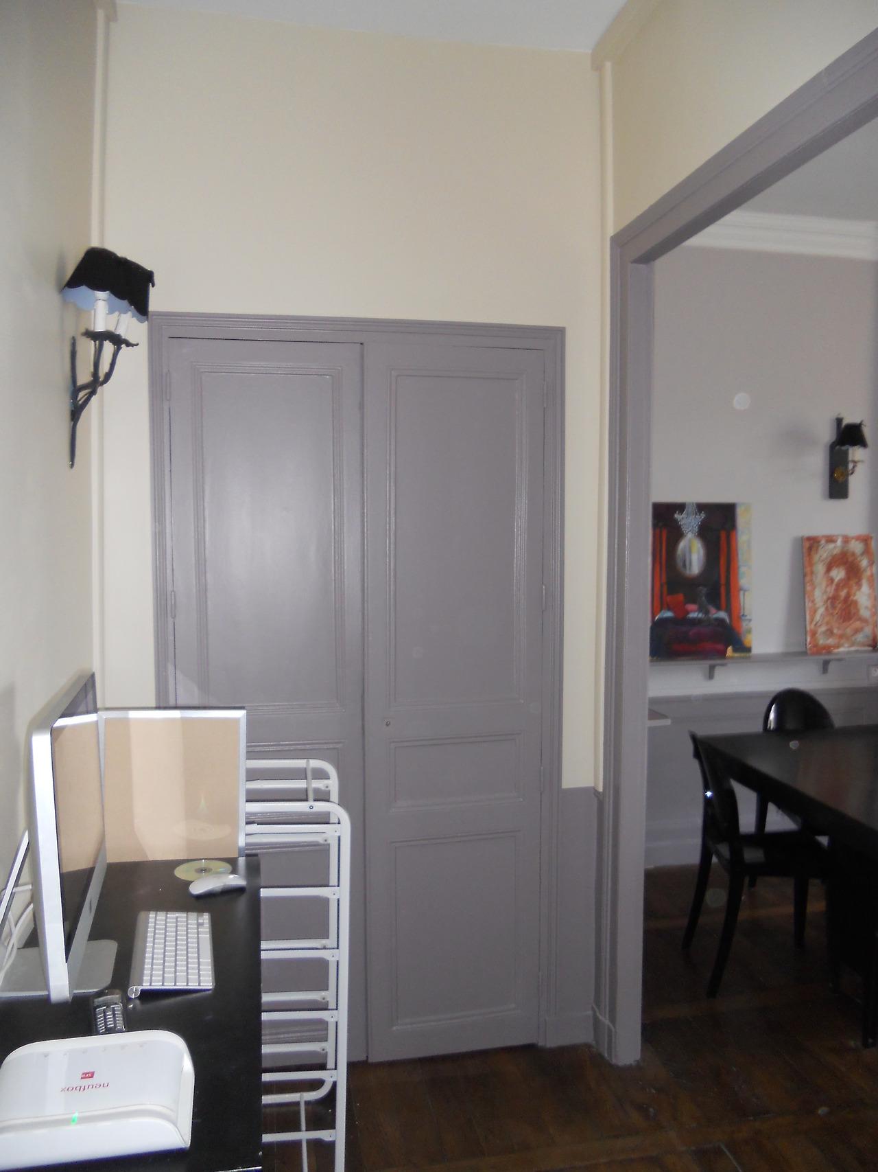 <p>entrée, repose d'une serrure, suppression de paumelles sur ancienne ouverture, pose d'appliques murales...</p>